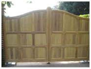 Derwent arched top gate with square panels